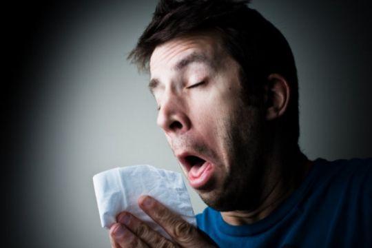 Benarkah jantung berhenti berdetak saat bersin?
