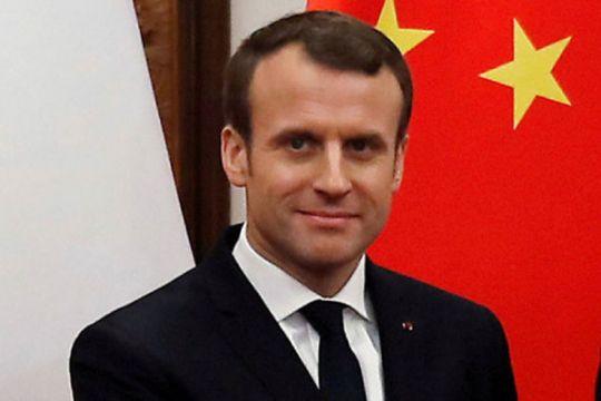 Prancis beri penghormatan pada polisi dalam serangan toko swalayan