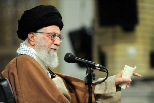 Pemimpin tertinggi Iran tolak tawaran Trump