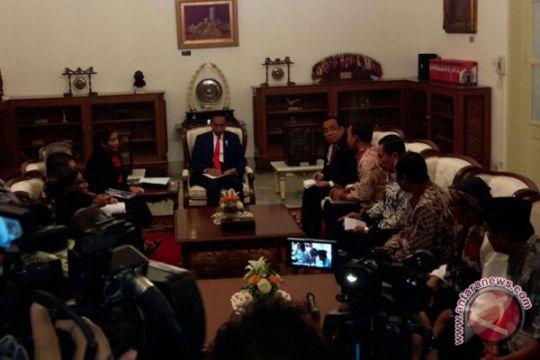 Presiden Jokowi terima nelayan cantrang di Istana Merdeka