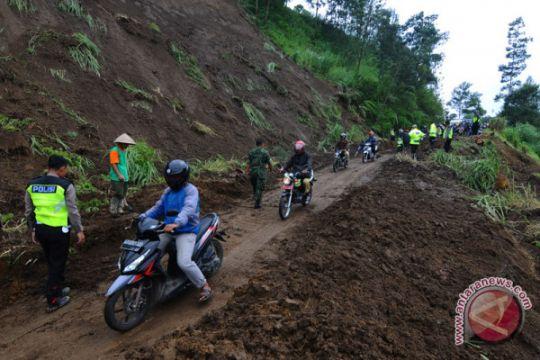 Satu orang meninggal akibat longsor di Magelang