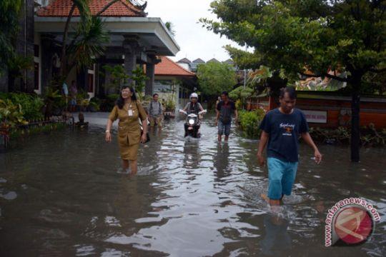 Banjir landa Jembrana, puluhan warga mengungsi