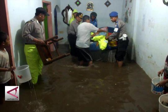 Banjir Rendam Belasan Rumah Warga di Jember