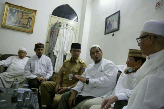 Anies - Sandiaga melayat Habib Ali di Kwitang