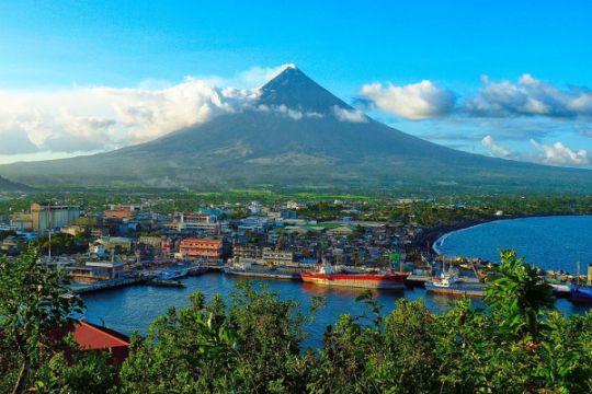 Ribuan orang menyelamatkan diri dari Letusan Gunung Mayon Filipina
