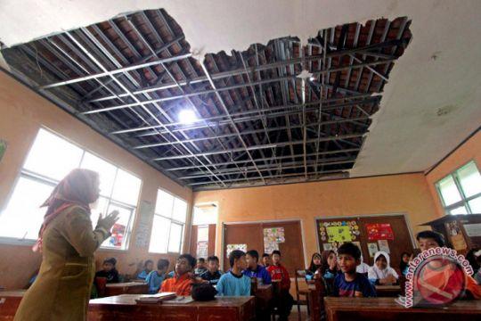 Korban puting beliung Bekasi terima bantuan tunai