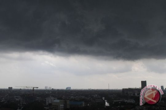 BMKG imbau masyarakat Kalteng mewaspadai hujan lebat disertai angin-petir