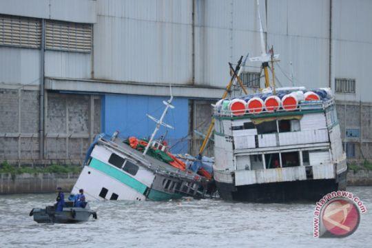 Evakuasi Muatan Dan Kapal Kandas