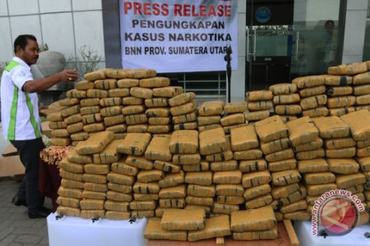 Pengiriman 12 kg ganja Takengon-Medan-Surabaya digagalkan