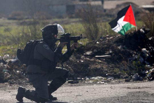 Tentara Israel menembak orang Palestina di Tepi Barat