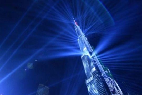 Pertunjukan laser dari Burj Khalifa meriahkan tahun baru di Dubai