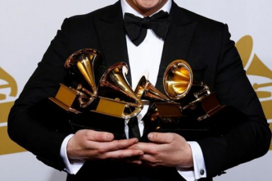 Pengumuman nominasi Grammy Awards ditunda
