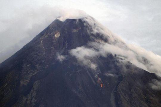 Gunung Kusatsu-Shirane Jepang meletus