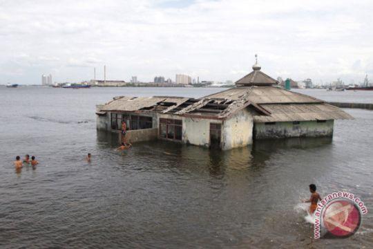 Dampak Abrasi Muara Baru Jakarta