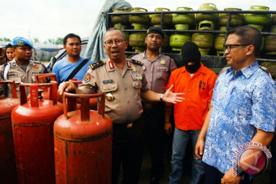 Polisi Gerebek Pengoplosan Gas Elpiji