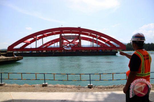 Lengkung Jembatan Hamadi-Holtekam paling panjang