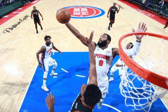 """Andre Drummond """"double-double"""", Pistons atasi Heat"""