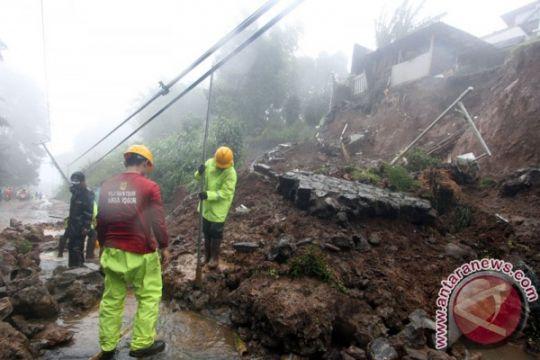 Lima warga Kampung Maseng tertimbun longsor di Puncak
