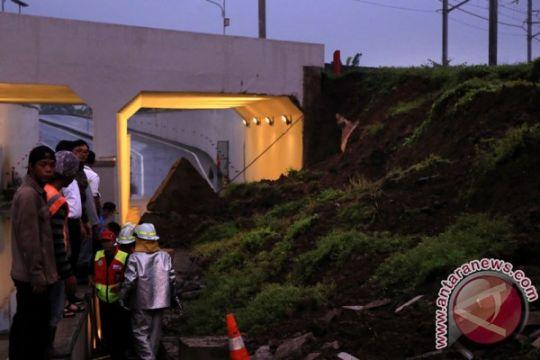Polisi tunggu hasil Puslabfor soal longsor underpass KA bandara