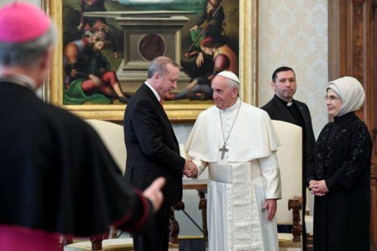 Erdogan dan Paus Francis bahas Jerusalem sementara bentrokan pecah dekat Vatikan
