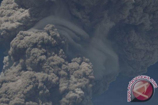 Material erupsi Sinabung sampai Aceh Tenggara