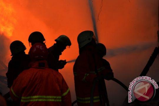 Kebakaran lahap pasar sentral terbesar Manokwari