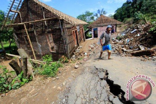 12 rumah warga terdampak pergerakan tanah di Kuningan