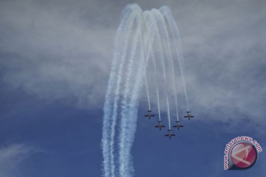 Tim Aerobatik Jupiter tampilkan 14 manuver