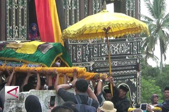 Prosesi pemakaman Raja Pagaruyung