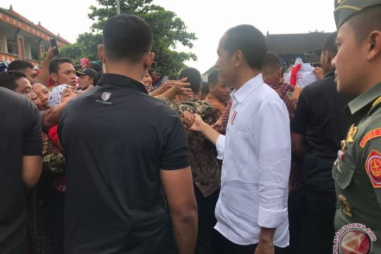 Jokowi blusukan ke proyek padat karya Tabanan