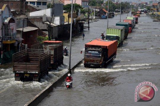 Gubernur Jawa Tengah tinjau penanggulangan banjir Kaligawe