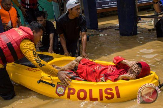 Artikel - Ramai-ramai tangani banjir di Jakarta