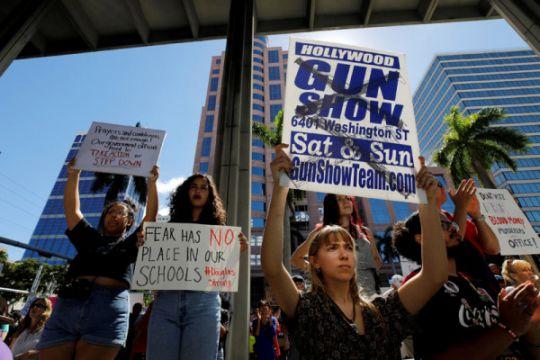 Beda jauh ekspresi Trump dan Obama tanggapi pembantaian sekolah