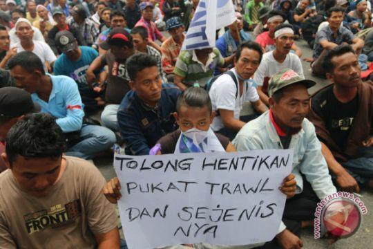 Tim gabungan sita mini trawl nelayan Aceh Barat