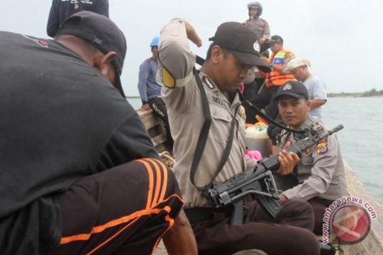 325 karung pakaian bekas asal Malaysia diamankan Polisi