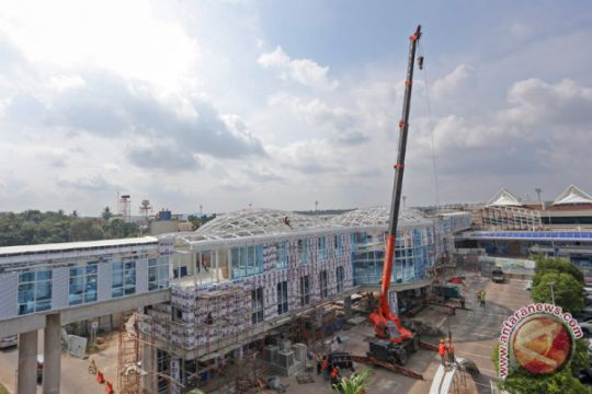 Pembangunan Sky Bridge Bandara SMB II