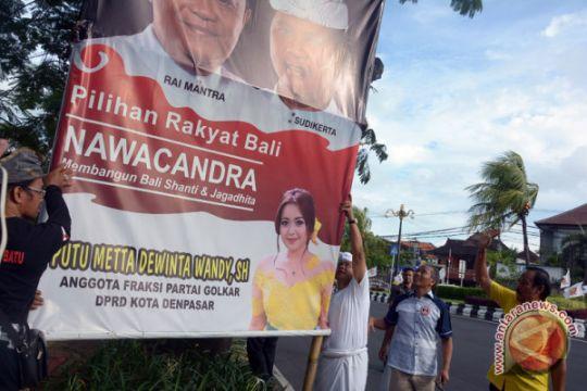 Foto Kemarin: Penurunan Baliho Kampanye