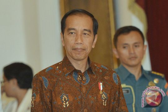 Presiden Jokowi jalan kaki sapa masyarakat Ambon