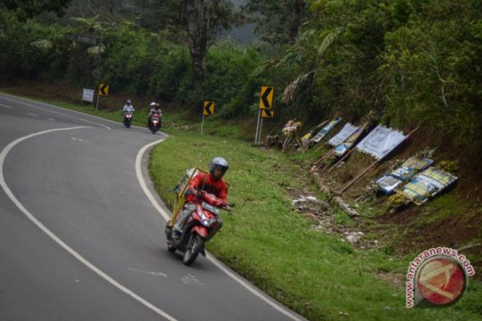 Kecelakaan kembali terjadi di turunan Emen, Subang