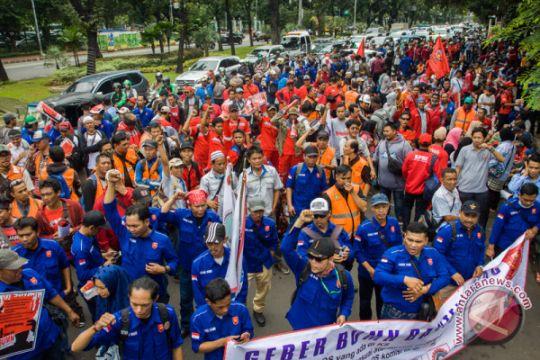 Ratusan buruh kenang para buruh yang meninggal di tempat kerja