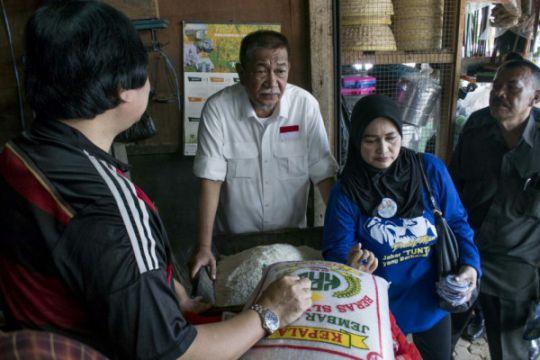 Deddy Mizwar borong manggis di Pasar Caringin