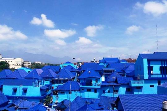 Destinasi wisata  kekinian di Malang; Kampung Biru Arema