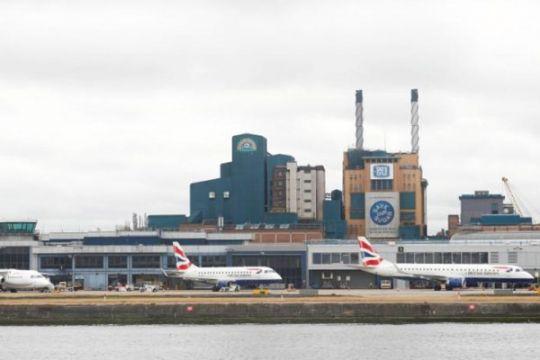 Bandara London kembali dibuka setelah penemuan bom PD II
