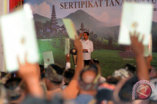Presiden serahkan sertifikat tanah pura se-provinsi Bali