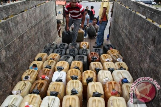 Polisi tahan penimbun BBM dan minyak mentah di Kalimantan Timur