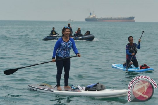Menteri Susi tantang Mark Zuckerberg lomba paddle, apa hadiahnya?