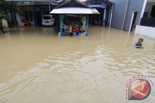 Jalan Cipto Kota Cirebon terendam banjir