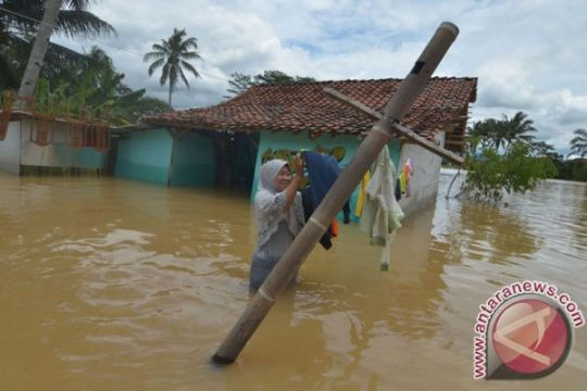 Hujan deras akibatkan longsor-banjir di Majalengka