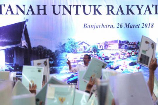 Jokowi: pembagian sertifikat untuk manfaatkan kegunaan tanah milik