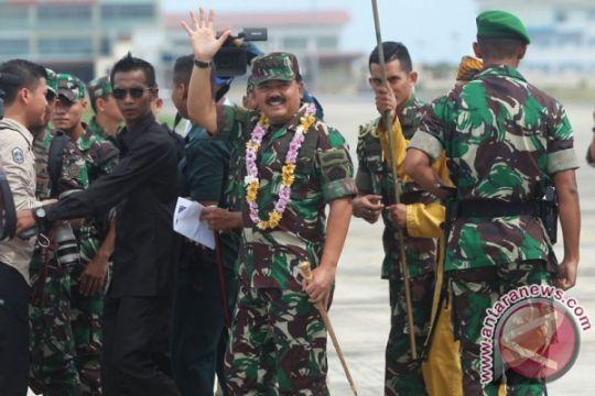 Rombongan Panglima TNI dikawal empat F-16 di atas Natuna